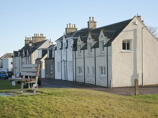 Atholl Cottage: Sea views from every room, Nairn