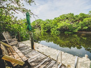 Charming 2 Bedroom/2 Bath Cottage on a Canal, Anna Maria