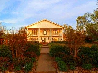 Sam's Mansion - Captain's Room $119, Bentonville