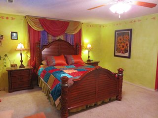Sam's Mansion - Rainbow Room $99, Bentonville
