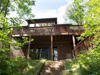 Very Private 4 Season Lake Home, Stone Lake