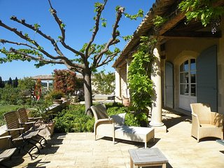 Villa Renoir holiday vacation large villa rental france, provence, les