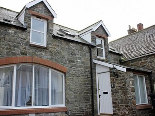 Mews Lane Cottage Free Wi-Fi 2 Bedrooms Sleeps 4 1 Shower room, Kirkcudbright