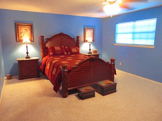 Sam's Mansion - Captain's Room $119, Bentonville