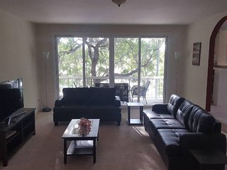 Spacious Westwood condo near UCLA, Beverly Hills