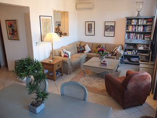 Luxury, spacious air-conditioned apartment, close Cannes centre