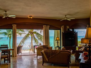 Luxurious 3 Bdrm Condo, Right on Beach, Steps to Pool & Beach, Right in Town, Playa del Carmen