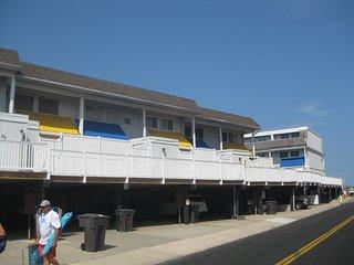 4 bedroom 2.5 bath townhouse w/pool & wifi, Ocean City