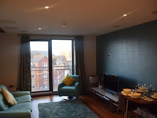 Custom House Residence - Luxurious City Center Apartment with private balcony, Belfast