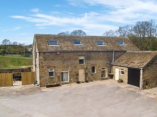 BULLACE BARN, detached stone-built cottage, family and pet friendly, in