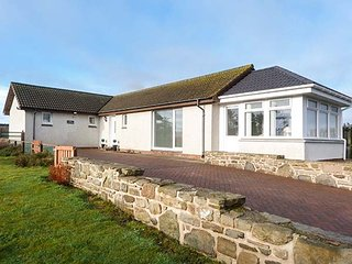 ROSE COTTAGE, detached, single-storey, 3D Smart TV, WiFi, ample parking, Lybster