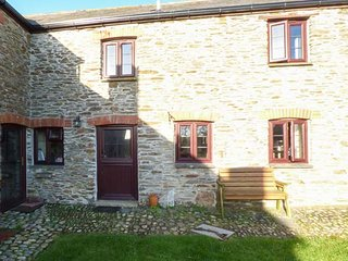 4 MOWHAY COTTAGES, open fire, pet friendly, three beaches within walking distance, Gorran Haven, Ref 943592