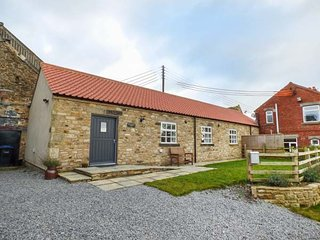 BROOKSIDE BYRE, all ground floor, all bedrooms with en-suite, WiFi, enclosed garden, nr Durham, Ref 946712