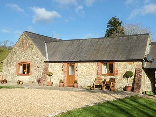 THE OLD DAIRY, ground floor dairy conversion, pet-friendly, WiFi, Ref 951966