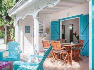 Hebergements Le Mabouya-bungalow Papaye. 150m de la plage, piscine , spacieux