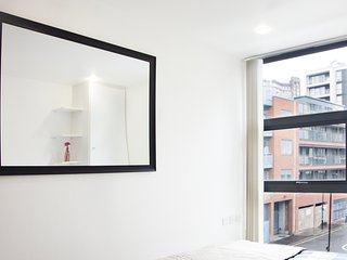 Spacious 2 Bedroom - Canary Wharf London