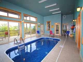 Open Oct 8-12~Cabin w/Private Indoor Swim Pool, 2 Masters, Mtn View, Sleeps 8