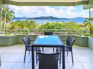 Lagoon 107 - Beach Front, Hamilton Island - includes a Golf Buggy