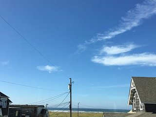 Charming 6 bedroom, 3 bathroom just a block to beach--w/2 kitchens!, Seaside