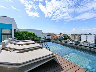 IT Building 201 + 2 blocks to 5th avenue + 2 blocks to the beach +Up to 5 pax, Tulum