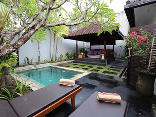 Lovely 1BR villa Pool 10 minutes walk to beach Seminyak
