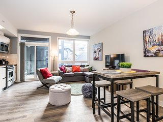 Luxury 1BD in the Heart of Kensington Market - Downtown Toronto Walk Everywhere!