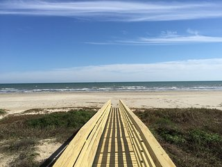 Beach Front - 5 Bedroom New Home - Sleeps 16 - 3 King beds, Galveston