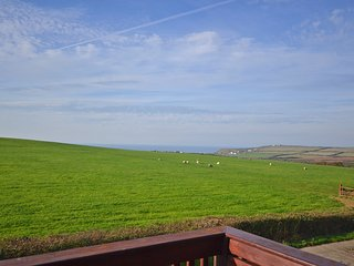 Cosy cottage with sea views and shared heated swimming pool, Widemouth Bay