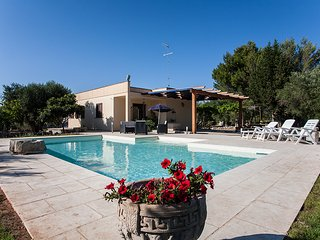 Holiday villa with pool for rent in Puglia, for 4-6 guests, Carpignano Salentino
