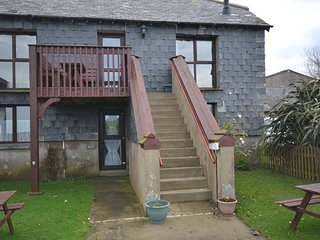Comfortable cottage with swimming pool and tennis court access, Widemouth Bay