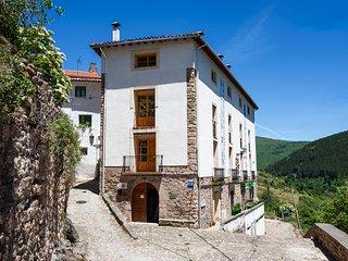Posada Hoyos de Iregua, en el Parque Natural Sierra Cebollera