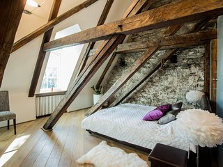 595yr Old Penthouse Carpenter Suite