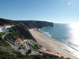 Praia da Arrifana apartment, Ideal for surfers, Sleeps upto 6