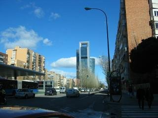 4 torrees vue de côté de l'édifice