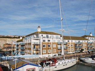 Brighton Marina Penthouse with Sea Views and Free Parking