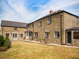 FIVE ELEMENTS FARMHOUSE, luxury property, en-suites, woodburner, hot tub