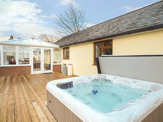 THE MILKING PARLOUR, hot tub, all ground floor, disabled-friendly, in Roche, Ref 944931