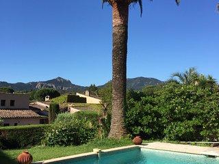 charmante villa piscine pres d'un parcours de Golf