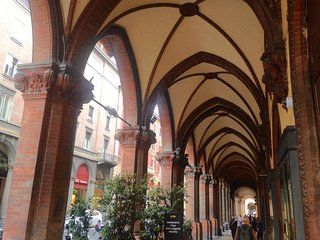 Bologna Km.0 - Nel cuore della citta, ben servito e accogliente!