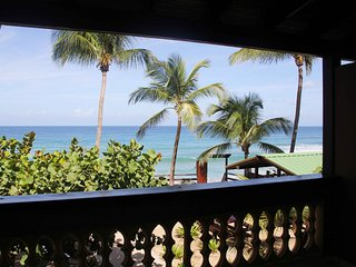 Beachfront on Sandy Beach- Pelican Point Apt B, Rincón