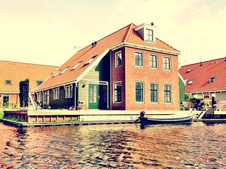 Waterfront house, near Amsterdam, Broek in Waterland