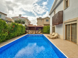 Atlantida Exclusive 4BR Villa with private pool