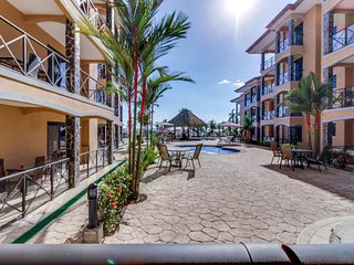 Wonderful beachfront condo w/ shared pool, modern kitchen, upscale interior