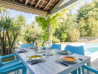 Vauvert Villa Sleeps 8 with Air Con and WiFi - 5238429