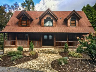 Mountain House-Custom Log Home with Great View