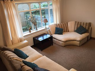 VERY COMFORTABLE.  CONVENIENT LOCATION (M1 31), Sheffield