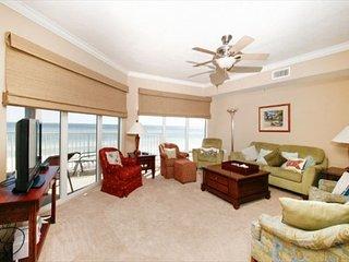 1ST FLOOR 3 Bedroom 3 Bath Gulf Front overlooking rast pool