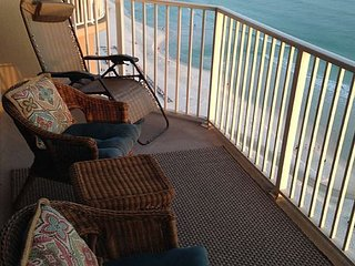 Fall * $100/nt; Beachfront, Beautiful, Bright one bedroom deluxe