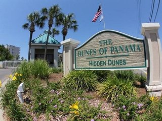 Pet friendly 2bedroom 2bath sleeps 8 New King in master and new Sleeper sofa, Panama City Beach