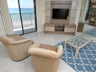 4th Floor Gulf Front 2 bedroom 2 bath with Sleeper Sofa (sleeps 6)AV402